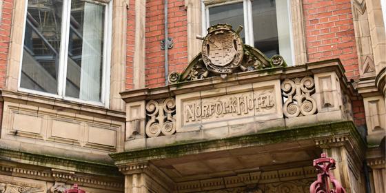 Norfolk Street: la via che cambiò la vita di Charles Dickens (e non solo)
